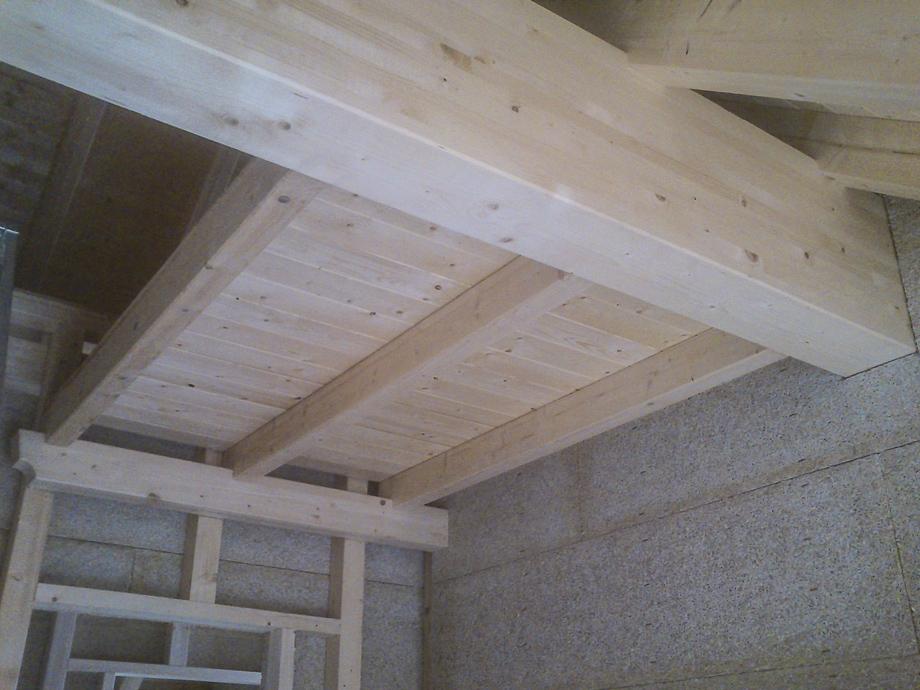 Innenausbau mit Sichtbalkenlage und Heraklith-Platten