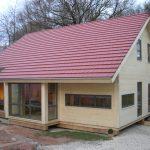 Errichtetes Massivholzhaus