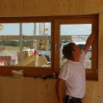 Fenstermontage beim Massivholzhaus